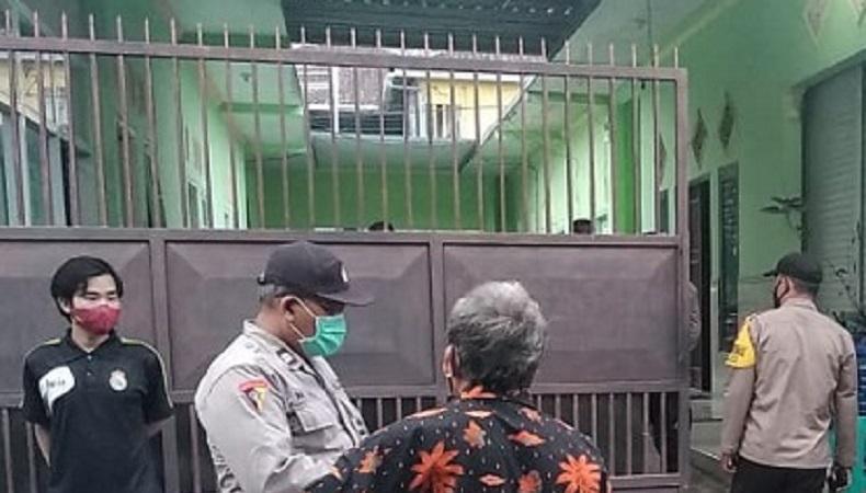 Tertunduk Malu, Suami yang Digerebek Istri dan 2 Anak di Jember Dijemput Polisi Bersama Selingkuhannya