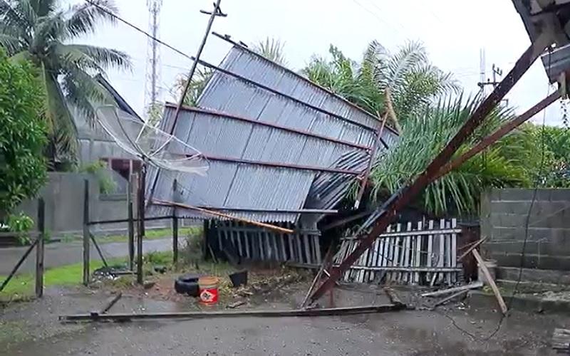 Diterjang Puting Beliung, Rumah Warga hingga Sekolah di Aceh Barat Porak-poranda