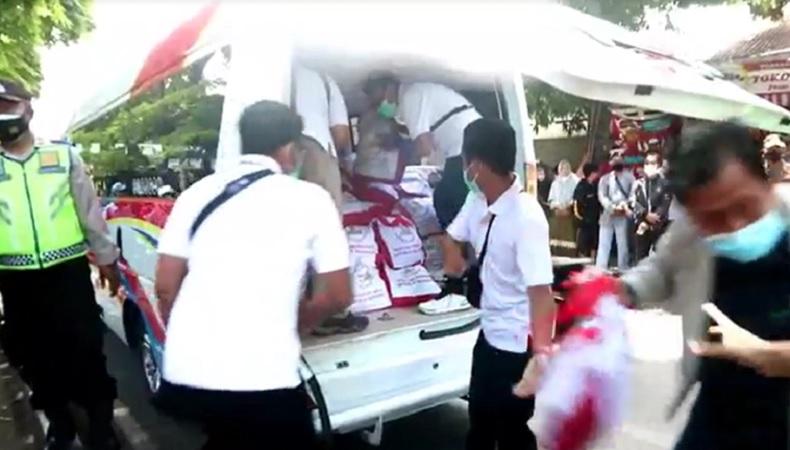 Antusiasme Warga Bali Menanti Kedatangan Jokowi, Senang Dapat Bantuan Sembako Presiden