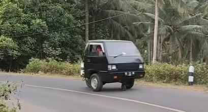Viral Mobil Pikap Buntung Bisa Jalan, Netizen Kaget Auto Ngakak