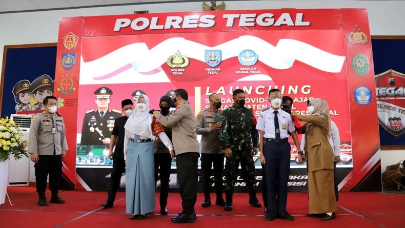 Kapolda Jateng Resmikan Satgas Covid-19 Pelajar di SMA 2 Slawi