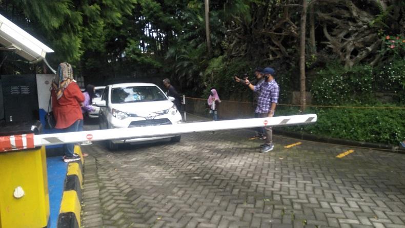 Viral Tarif Parkir Rp150.000 di Kawasan Wisata Lembang, Endingnya Begini