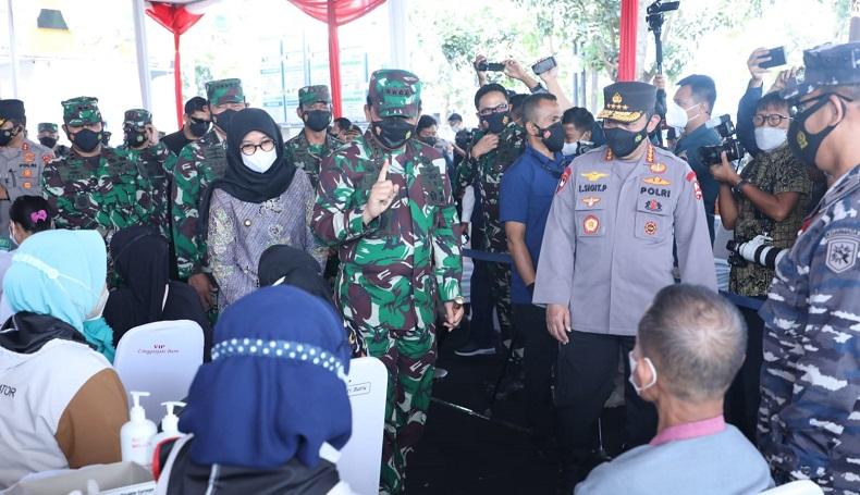 Bareng Kapolri dan KSAL, Panglima TNI Tinjau Serbuan Vaksinasi di RSNU Mangir