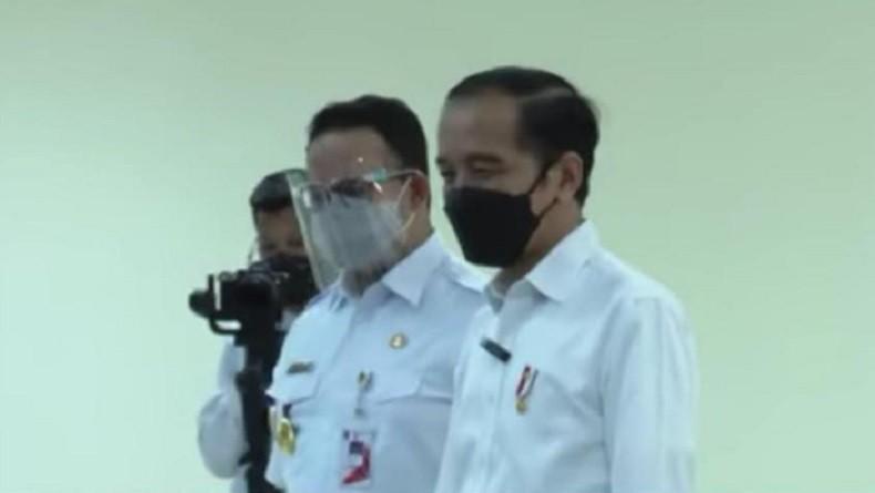 Jokowi Bersama Anies Pantau Vaksinasi Covid-19 Terhadap 1.500 Pekerja Pelabuhan Tanjung Priok