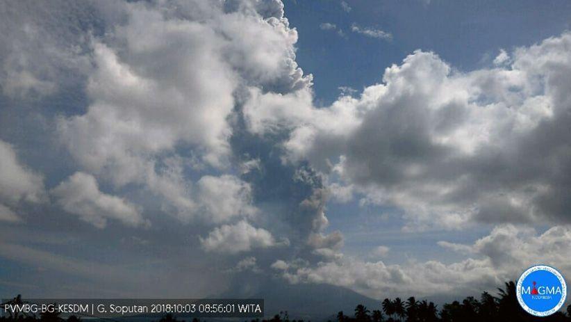 Foto-Foto Gunung Soputan Meletus, Tinggi Kolom Abu Vulkanik 4.000 M