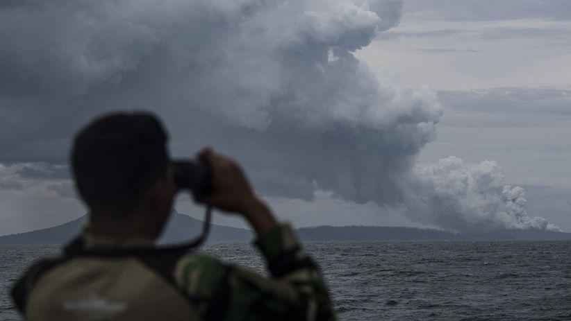 Gunung Anak Krakatau Kembali Erupsi, Status Waspada