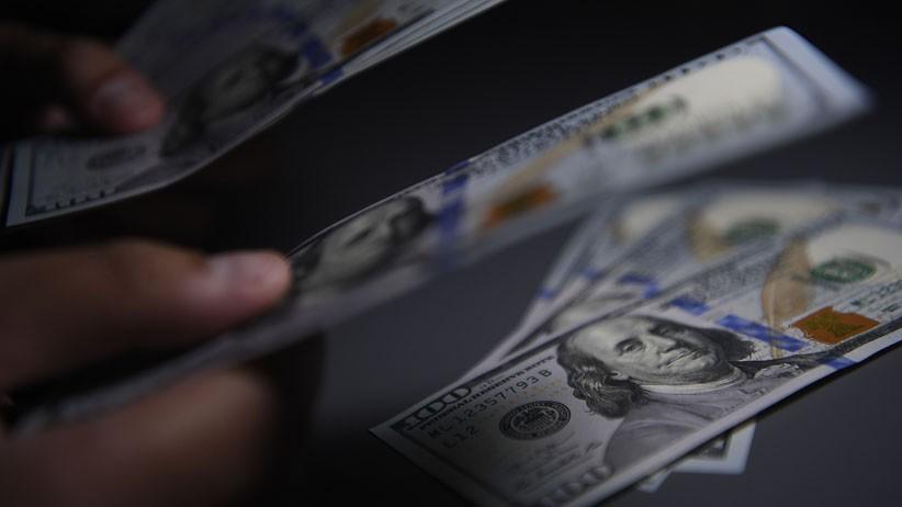 Dolar AS Melemah, Tertekan Langkah The Fed