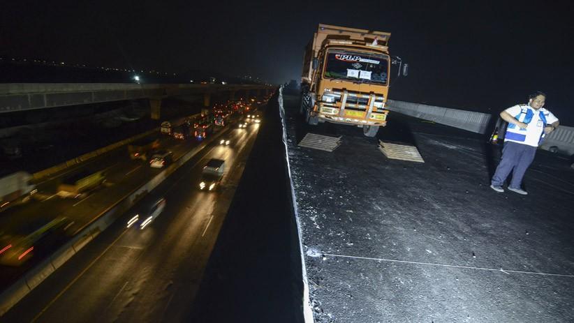 Uji Beban, Tol Jakarta-Cikampek Elevated II Dilintasi 16 Truk Berbobot 26 Ton