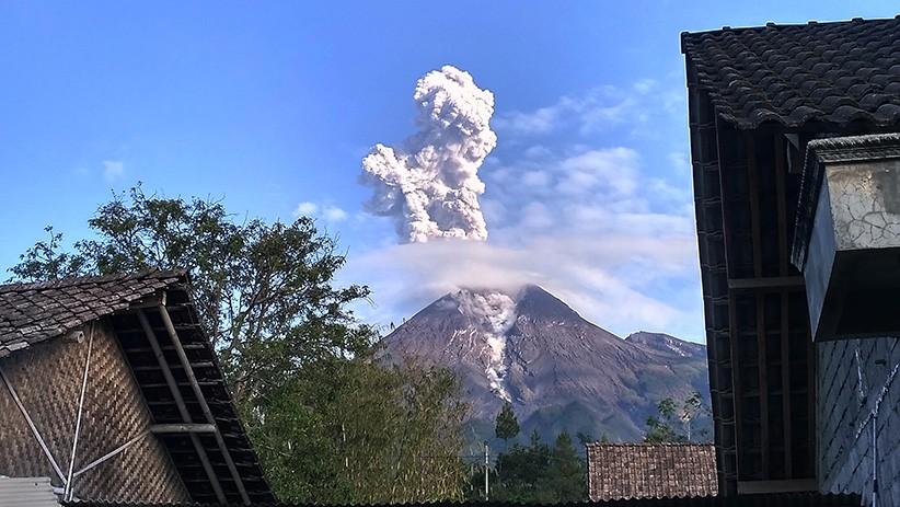 Gunung Merapi Erupsi, Letusan Abu Vulkanik Setinggi 1.500 Meter